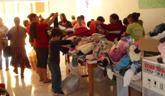 Familias São Benificiadas Pela Campanha do agasalho.