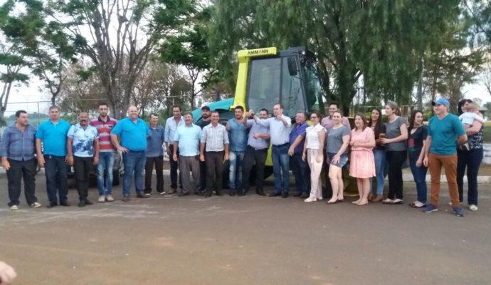 Prefeitura recebe rolo compactador que foi adquirido com recurso de emenda do Deputado José Otávio Germano