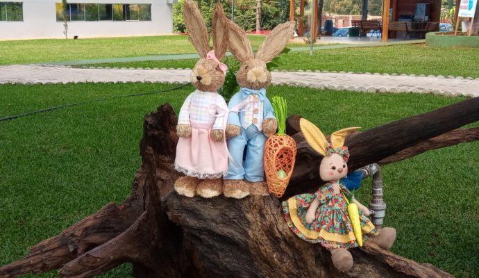 Prefeitura realiza decoração de Páscoa.