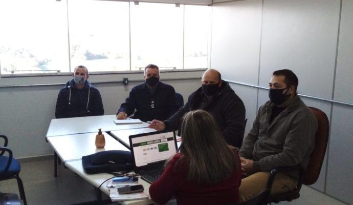 Servidores da Secretaria Municipal da Fazenda realizam reunião e treinamento para melhoria no Setor.