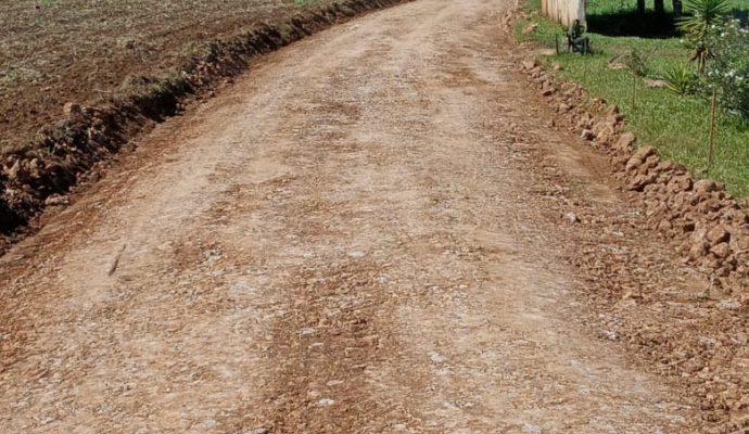 Melhoria das estradas rurais na Linha Cristo Redentor.